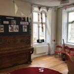 vårt vackra piano som är över 100 år som vi klingar & klangar på i vårt härliga 1600-tals hus